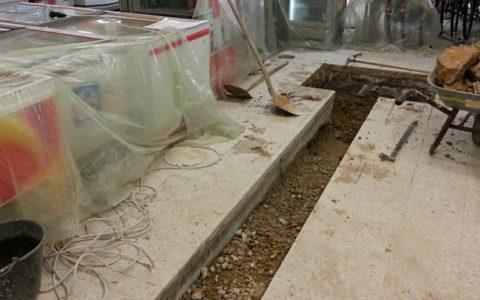 Beton / Marmor schneiden im Boden eines Einkaufszentrums  (© Oroslan Kernbohrungen, BBS Technik GmbH)